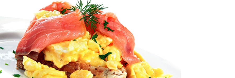 Revoltillo de huevos con salmón ahumado